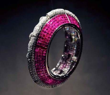 15-06-30-2198NE02B jewellery Symbolic Chase.jpg