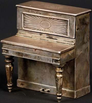 Victorian cigarette case