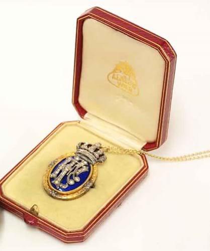 13-11-28-2117FE07A jewellery auction.jpg