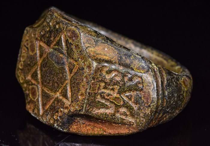 Roman-Jewish bronze ring