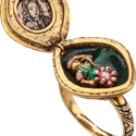 Les Enluminures_12_Diamond Cluster Locket Ring_a.png