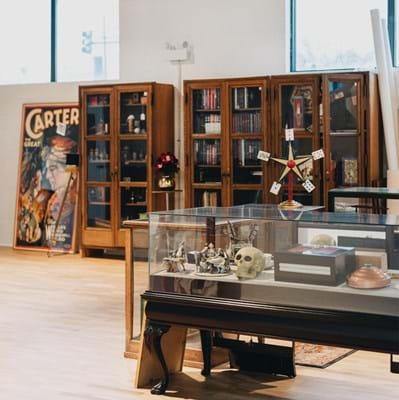 Inside Potter & Potter Auctions saleroom