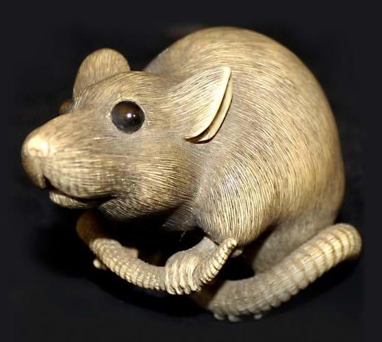Meiji period netsuke of a rat